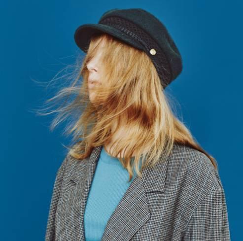 冬天戴什么帽子好看,发型和帽子应该如何搭配?