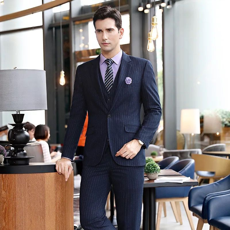 订做西服工装与职业装制服的区别。